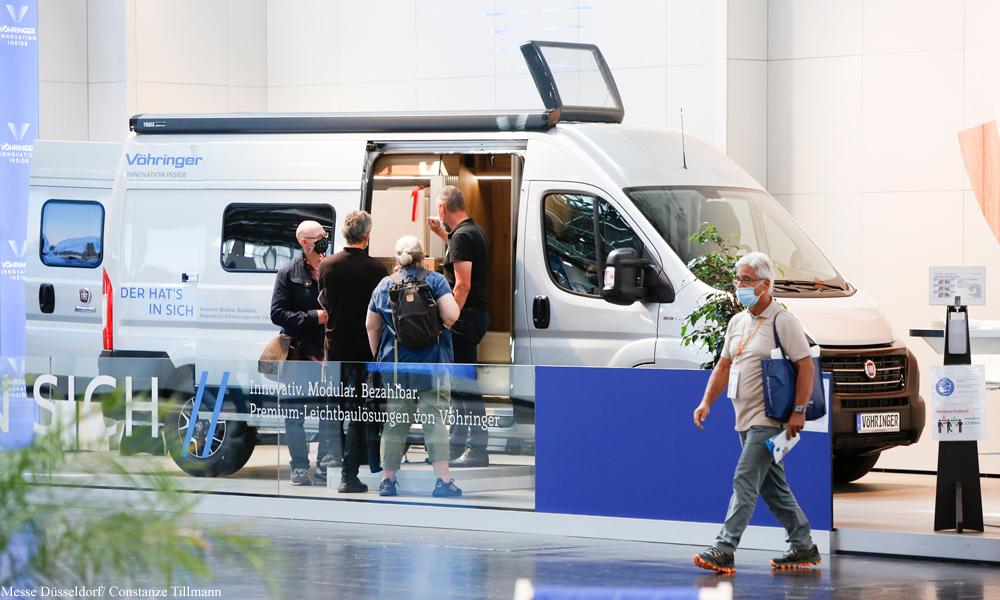 Vöhringer-retkeilyauto esillä Carava Salon -messuilla Saksassa.