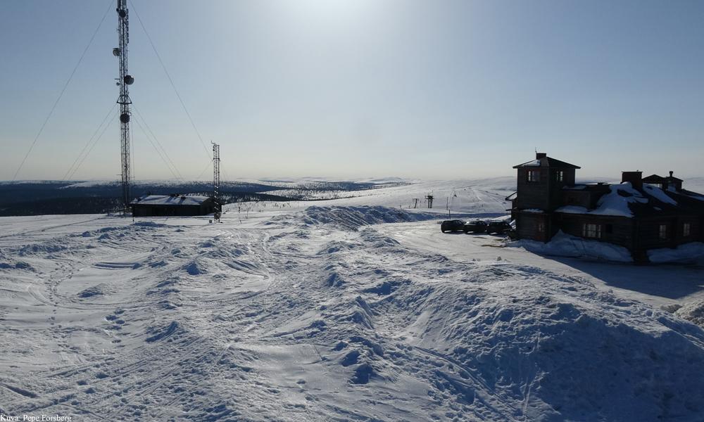 Kaunispää-Saariselkä talvella auringonpaisteessa.