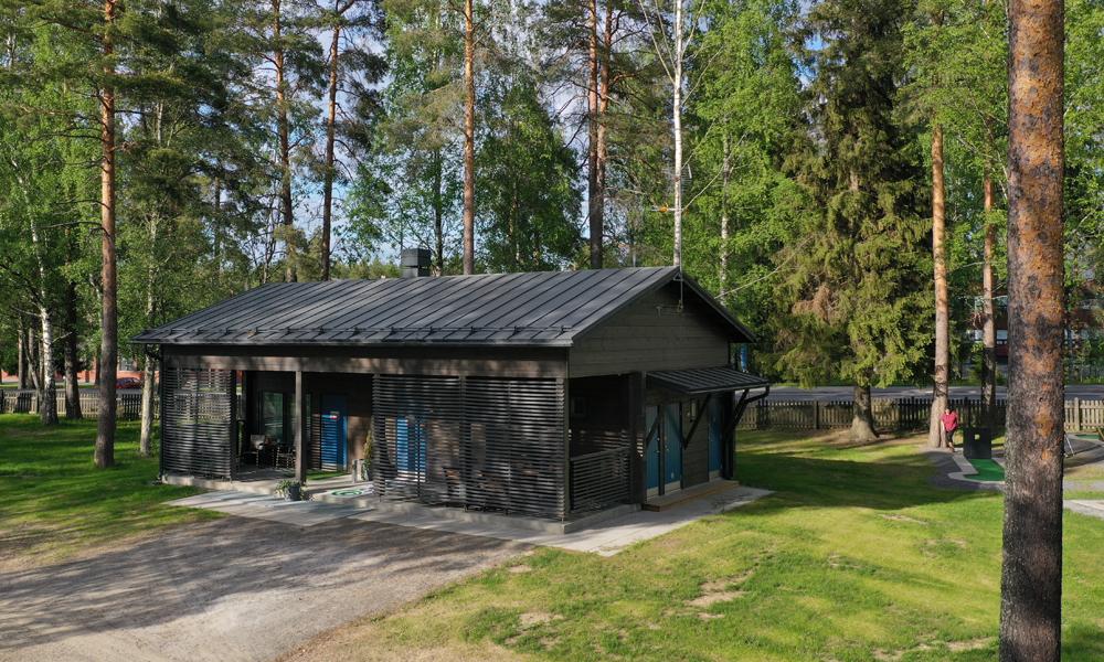 Seinäjoen leirintäalueen saunarakennus.